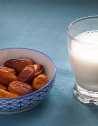 فوائد الحليب مع التمر للاطفال