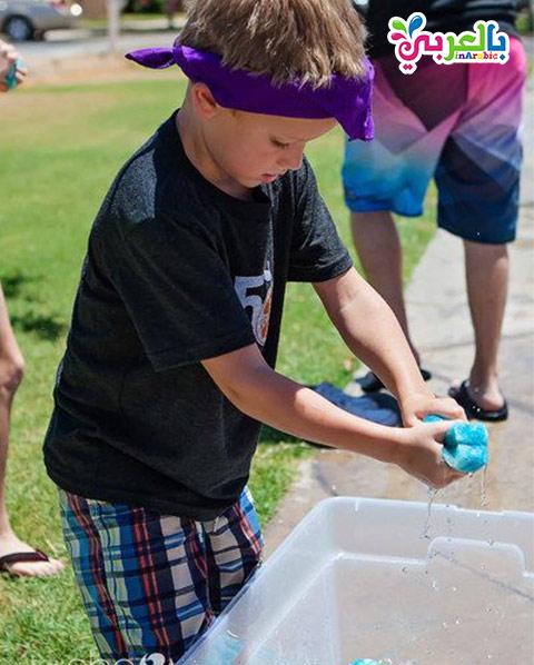 لعبة السفنجة المبللة بالماء