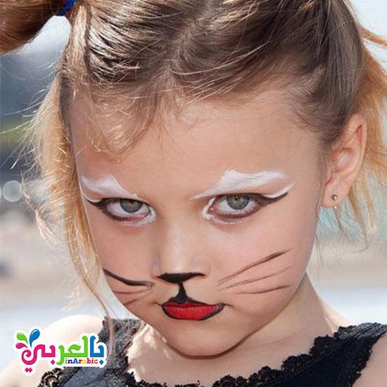 رسم قطة على وجوه الاطفال