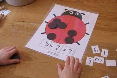 وسائل تعليمية لرياض الأطفال لتعليم الجمع - أنشطة منتسوري