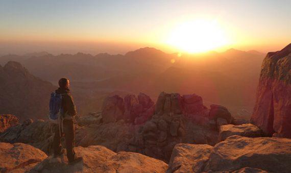 لقضاء رحلة آمنة .. 9 نصائح لتسلق جبل سانت كاترين فى الشتاء