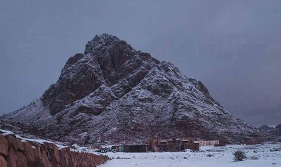 جبل سانت كاترين مغطى بالثلوج