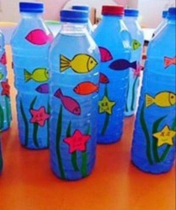 عمل فني لعالم البحار والاسماك من الزجاجات البلاستيكية