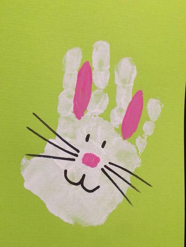 عمل فني رسم ارنب بالأيدي والوان الماء