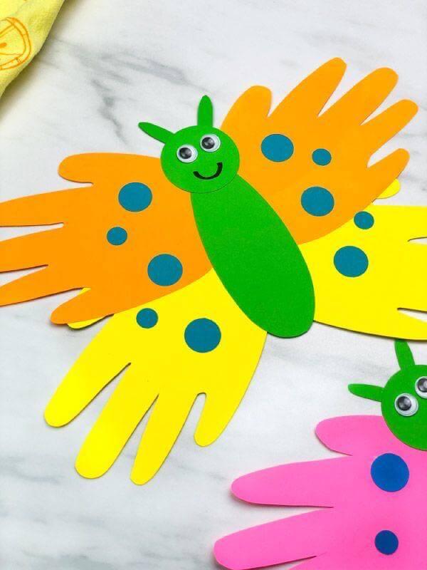 عمل فني فرشات من الورق - انشطة وحدة الايدي رياض الاطفال