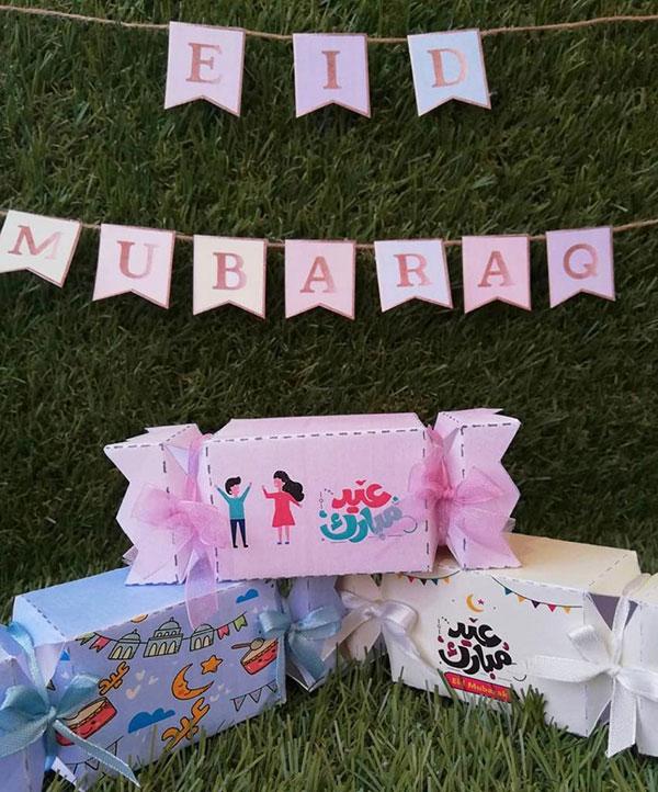 توزيعات حلوى للاطفال مع رسائل تهنئة بعيد الفطر