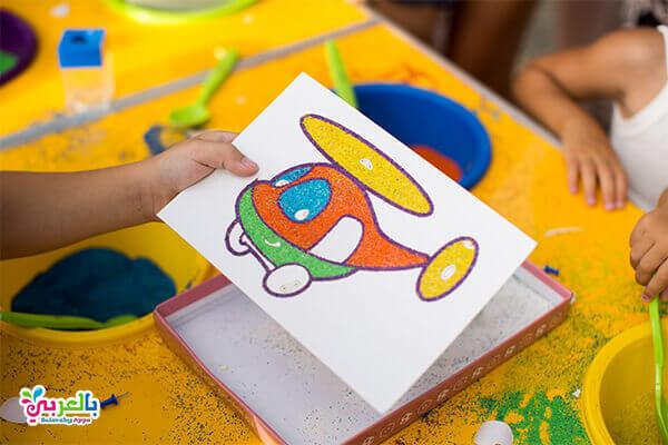 التلوين بالرمل .. نشاط لوحدة الرمل للاطفال