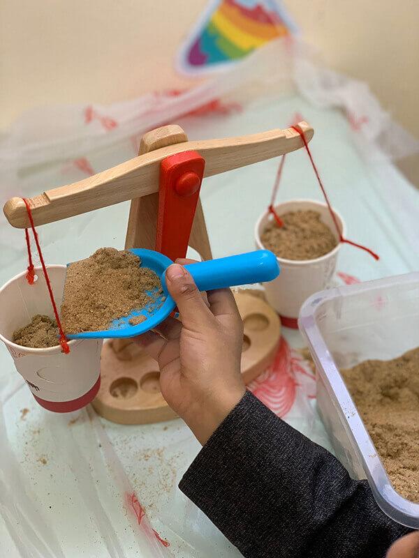 نشاط القياس لرياض الاطفال .. وحدة الرمل